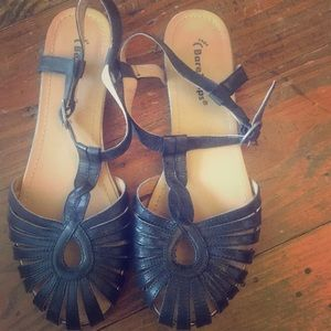 Bare Traps!!! Sandals!!! Size 7! Never been worn!